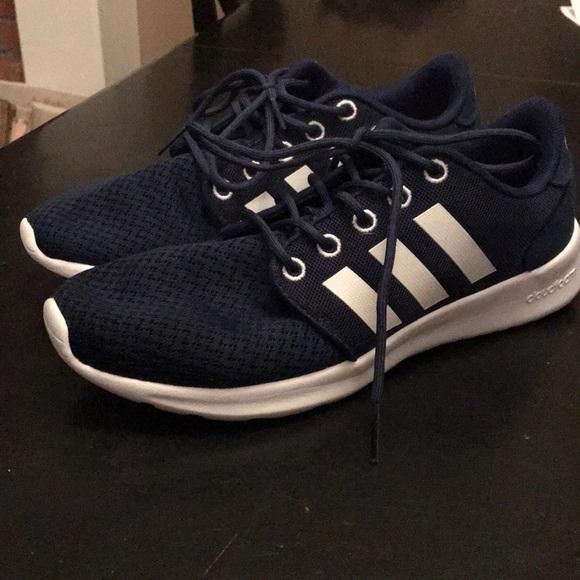 Le scarpe da ginnastica adidas blu navy poshmark